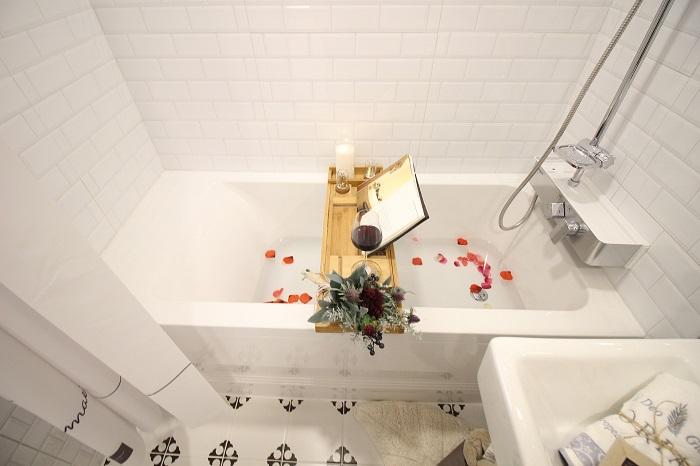 Malé koupelny s velkou vanou